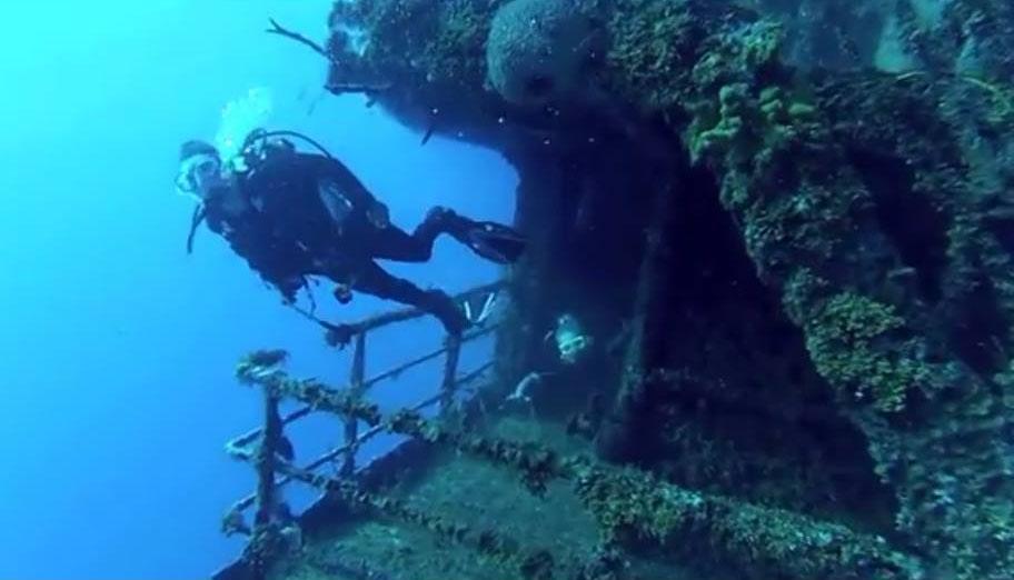 Me wreck diving